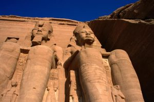 giant-statues-at-temple-complex-at-abu-simbel